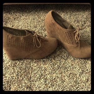 Size 7 tan Fergalicious Booties